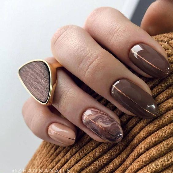 Brązowo beżowe paznokcie na jesień