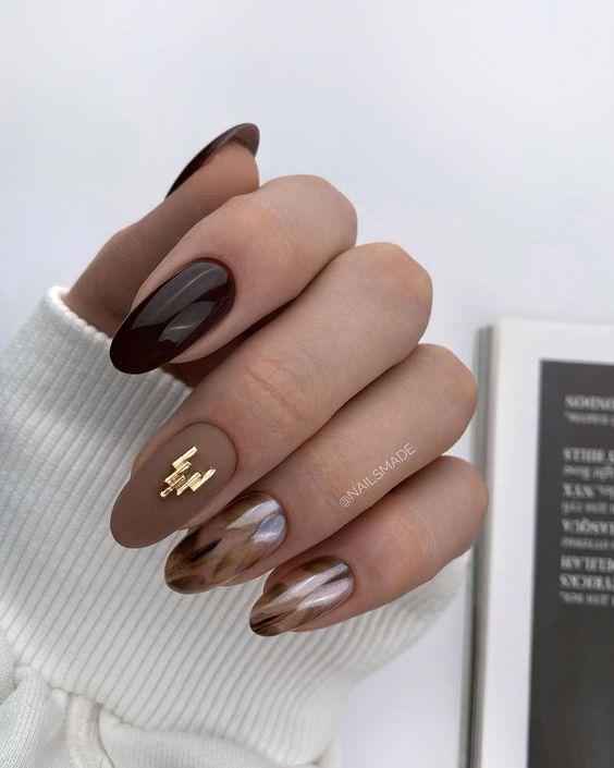 Brązowy manicure na jesień