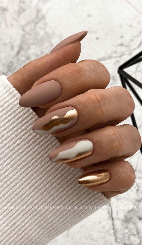 Matowe brązowe paznokcie